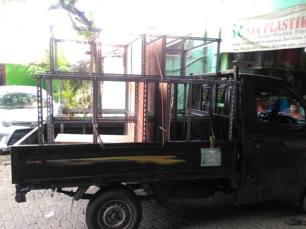 Pengiriman Rak Gudang Siku Lubang ke Karawaci Tangerang